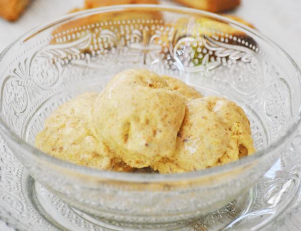 Almond cantuccini gelato