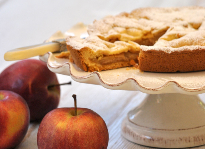 Apple and Ricciarelli Crostata