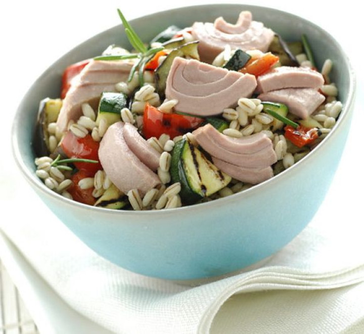 Barley salad with tuna and grilled vegetables