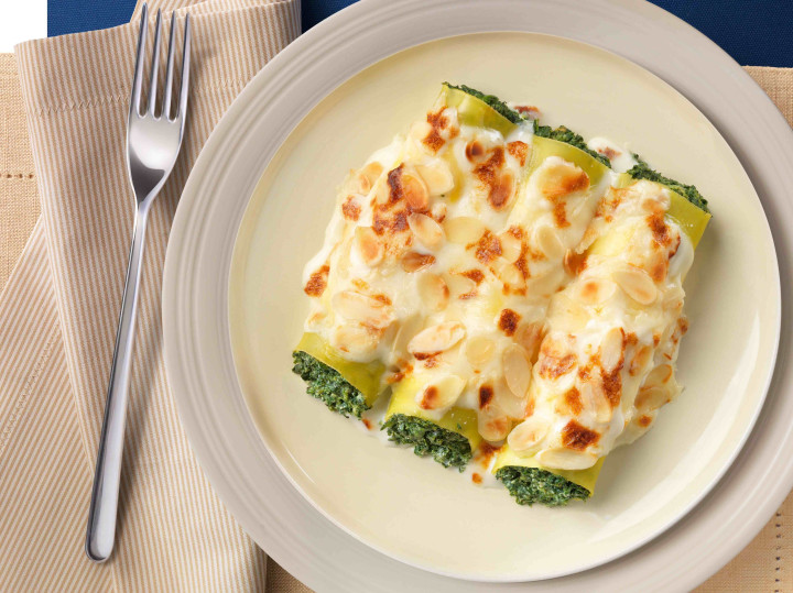 Cannelloni with spinach, cottage cheese & almonds