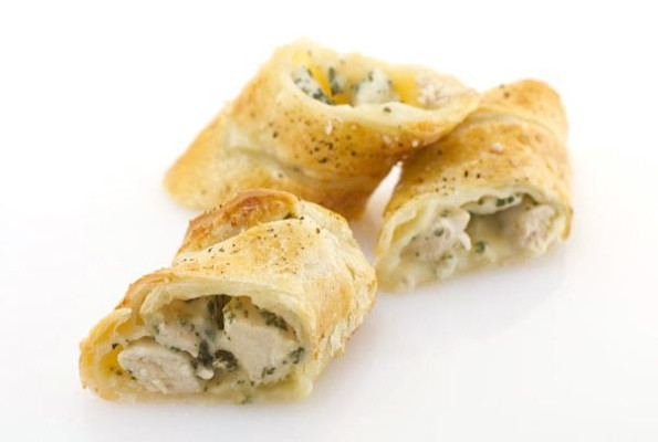Chicken with herbs and provolizia in pastry (en croute)