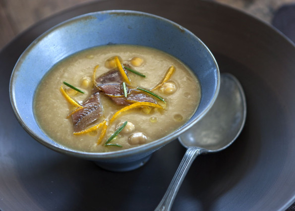 Chickpea soup with anchovies