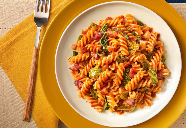 Fusilli with tomatoes, bacon and cabbage