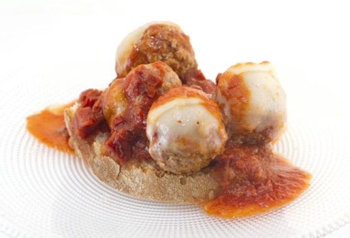 Light meat balls with Provolone