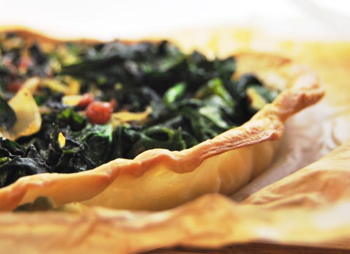 Spinach, ricotta & raisins pastry