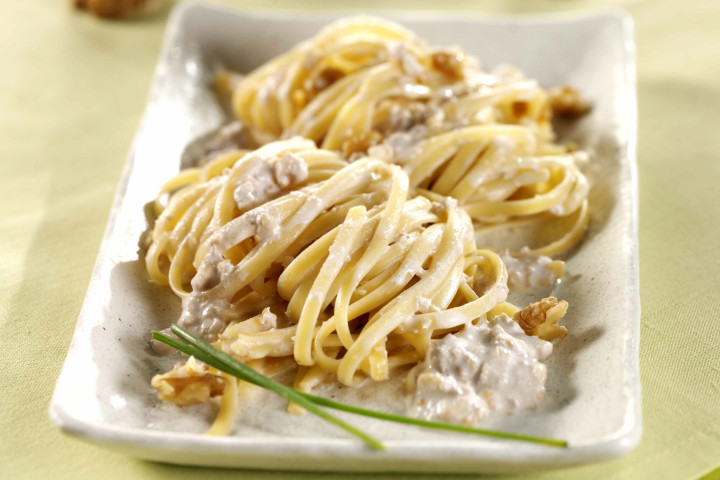 Linguine in walnut cream sauce
