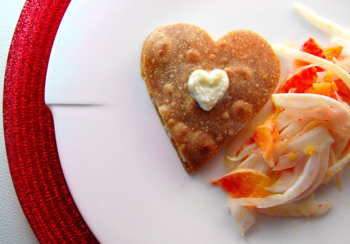 Piadina with fennel, salmon and almonds
