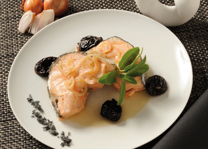 Prune salmon slices