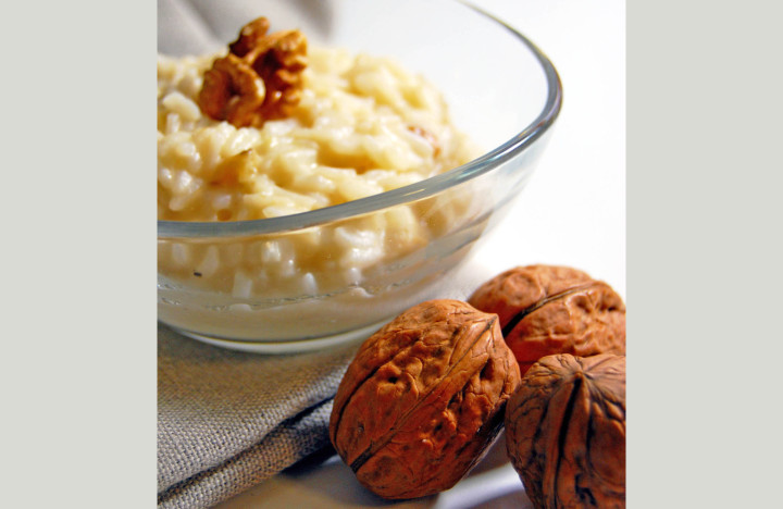 Rice in pressure cooker with walnuts
