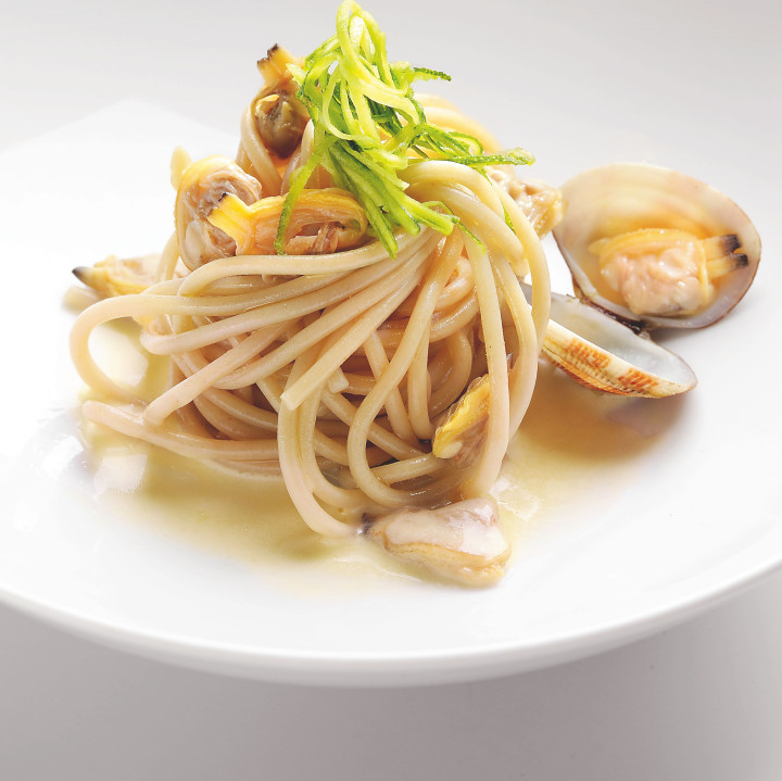 Spaghetti with clams & white wine vinegar