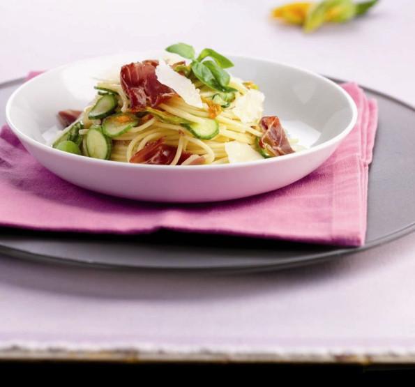 Spaghetti with courgettes, ham & Parmigiano Reggiano