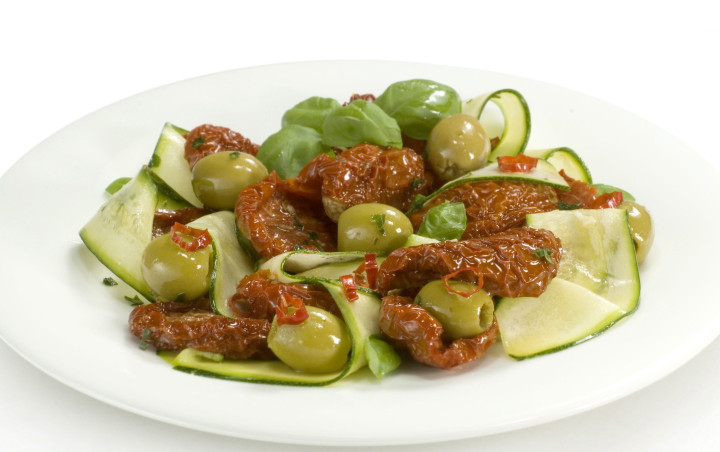 Sun-dried tomatoes with zucchini and spicy olives