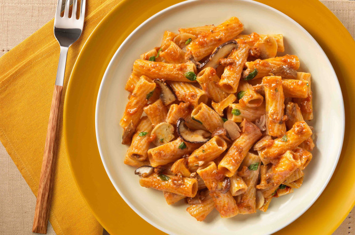 Tortiglioni with beef and mushroom sauce