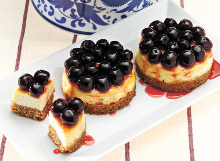 Mini Cheesecakes with Cherries