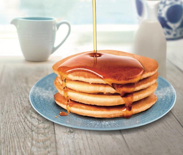 Pancakes with Fabbri Minitopping Caramel Syrup